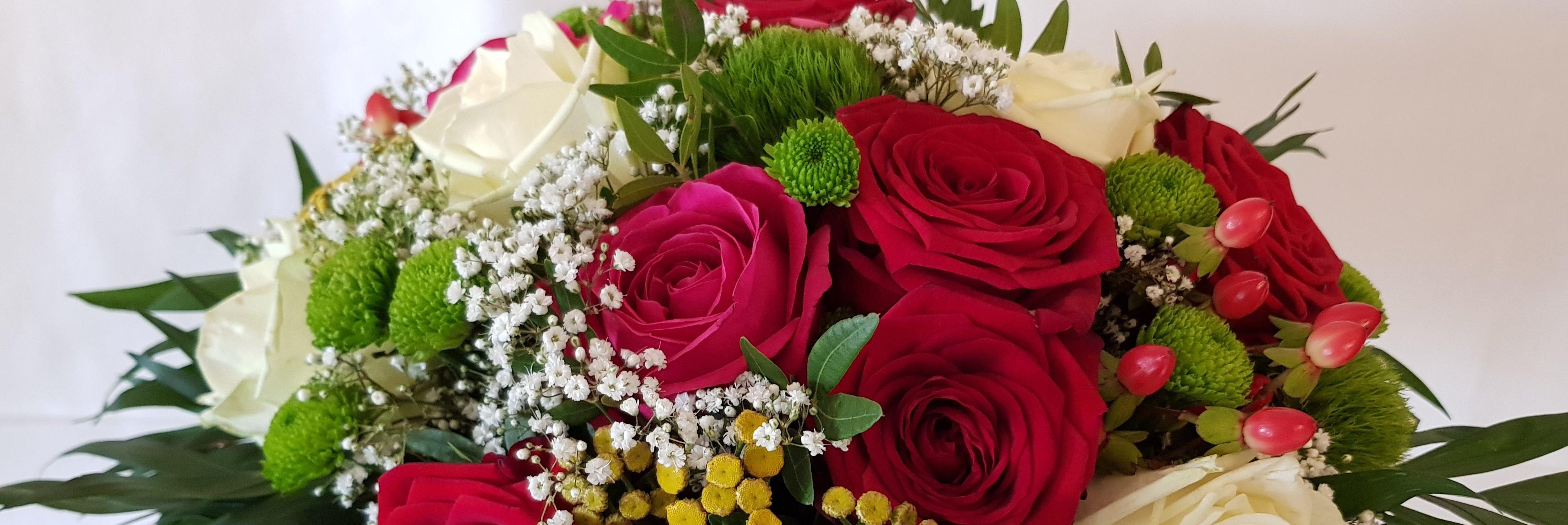 Strauß mit Rosen