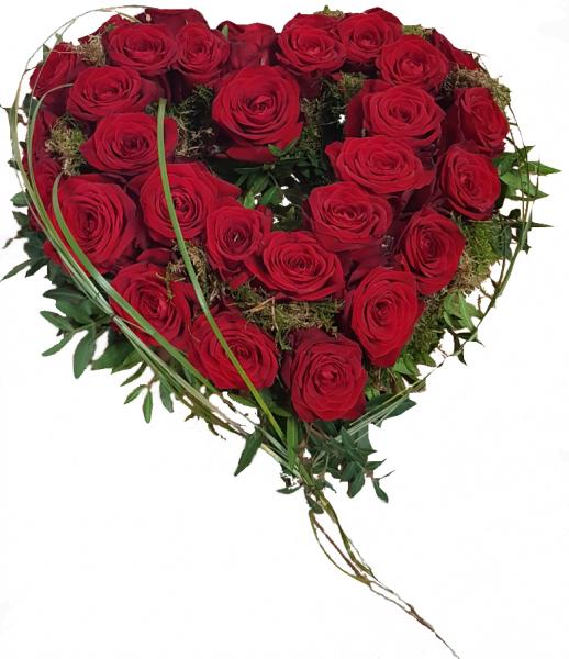 Blumiges Herz aus roten Rosen