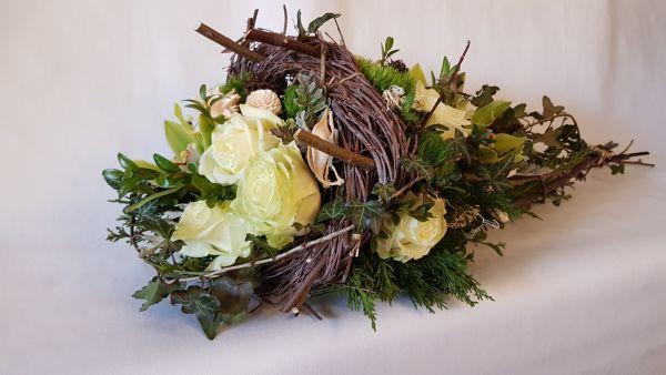 """Trauerblumen Grabgesteck mit frischen Blumen - Füllhorn - weiß grün """"edle Blütenpracht"""""""