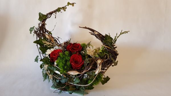 Trauergesteck - moderner Blumengruß zur Beerdigung