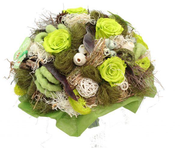 Trockenstrauß mit Trockenblumen und gefriergetrockneten Rosen