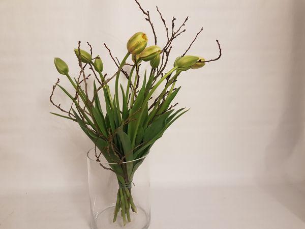 """Frühlingsstrauß - """"Frühlingsspaziergang"""" gelbe Französische Tulpen mit Zweigen"""