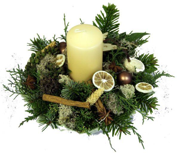 besonderes Weihnachtsgesteck in einer selbst gefertigten Wachsschale