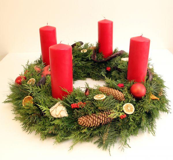 Adventskranz in rot vom Floristen