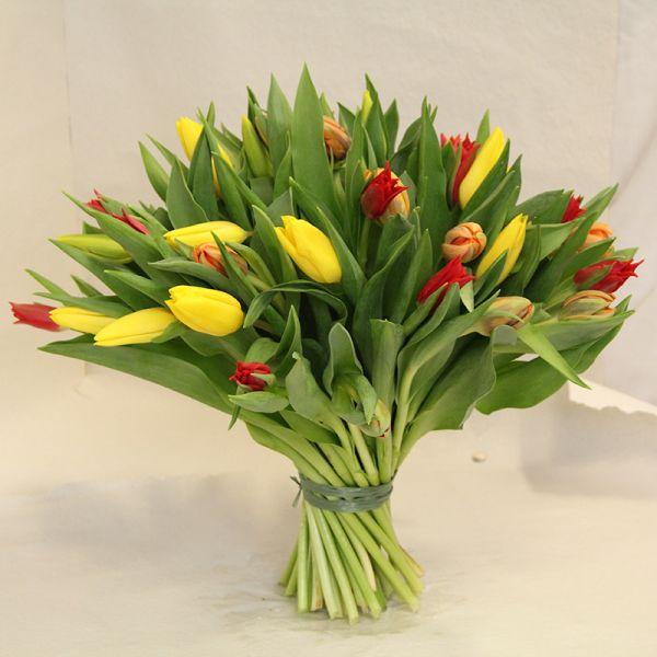 Bunter Tulpenstrauß in gelb orange und rot