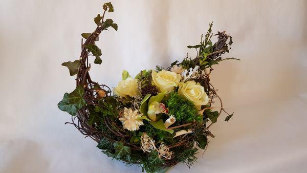 Gesteck zum Sterbetag, Trauergesteck-modern mit frischen Blumen