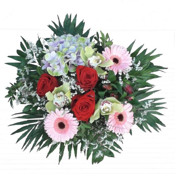 Blumenstrauß mit Orchiedeen und roten Rosen