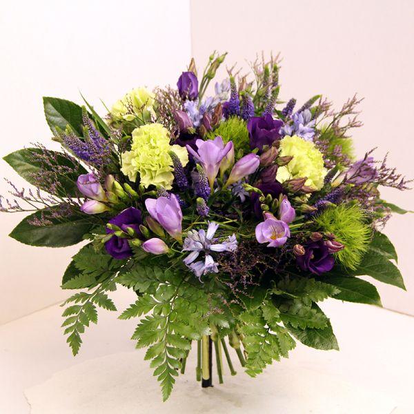 Blumenstrauß in lila, flieder, blau