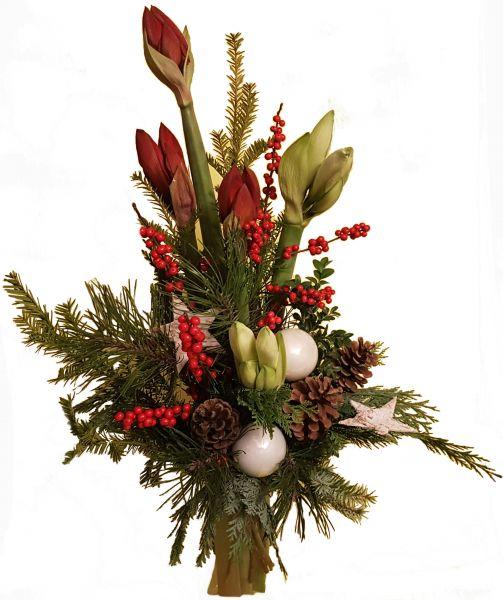 adventlicher Blumenstrauß weiße Amaryllis rote Amaryllis frische Tanne zu Weihnachten Weihnachtskugeln Deko weiß