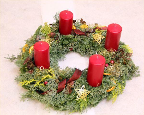 Roter Adventskranz vom Floristen
