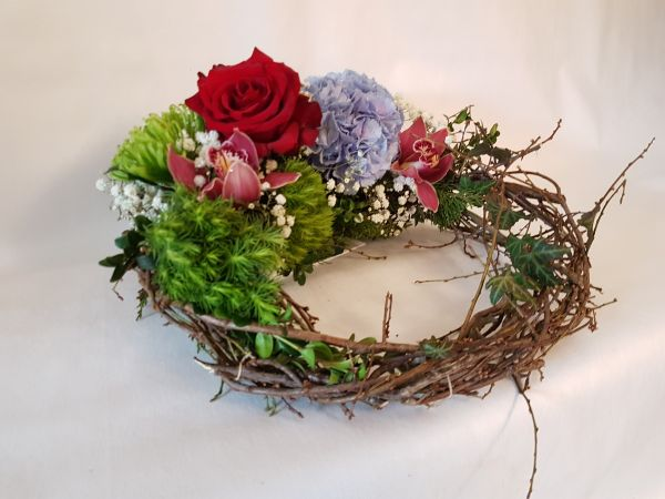 Blütenkranz - Kranz aus frischen Blumen -als Geschenk - Zur Beerdigung oder als Tischdekoration