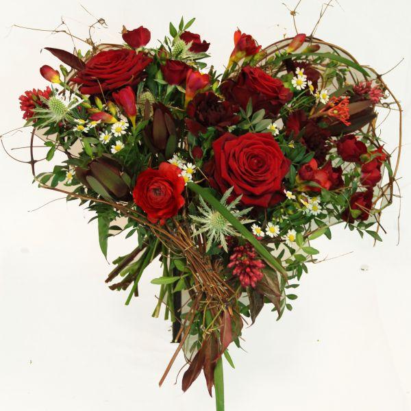 """Blumenstrauß mit großes roten Rosen - Rosenstrauß als Herz """"Herzensgrüße"""""""