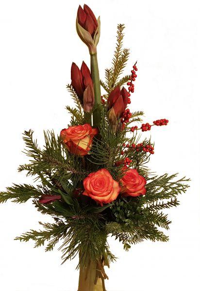 adventlicher Blumenstrauß rote AMARYLLIS frische Tanne große ROSEN zum Advent