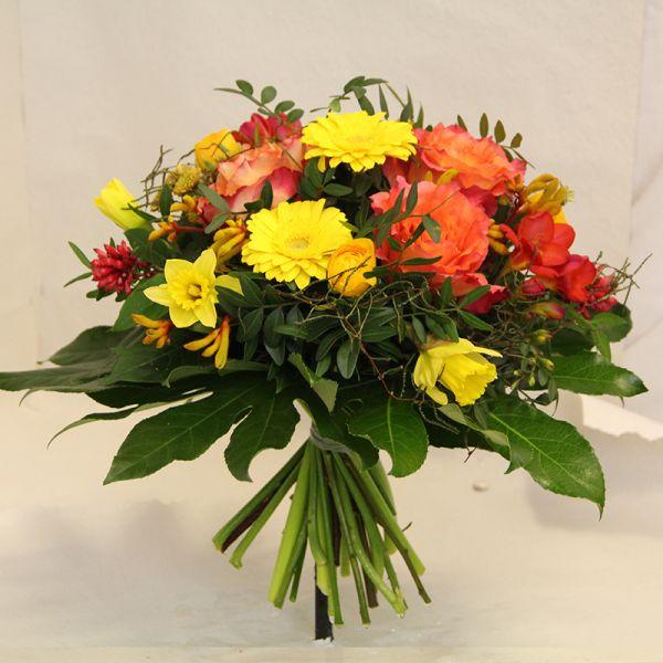Blumenstrauß in gelb orange mit Gerbera und Rosen