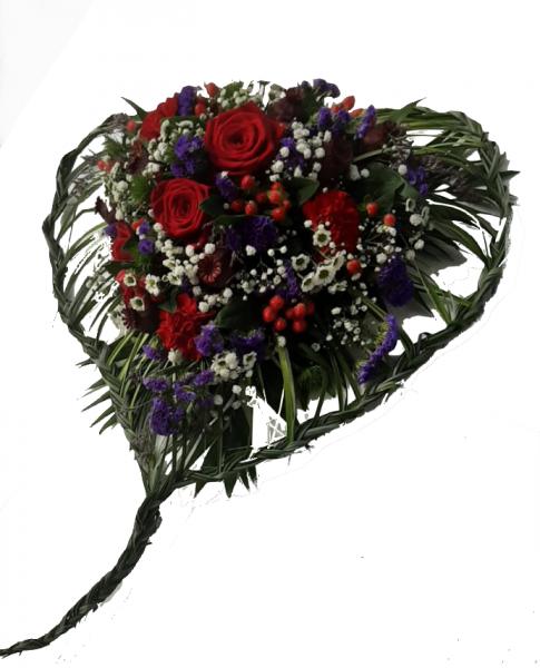 blumiges Trauerherz mit roten Rosen - Herzgesteck als Grabschmuck