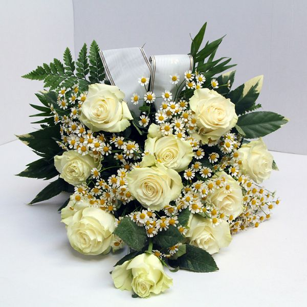 Grabstrauß mit Weißen Rosen
