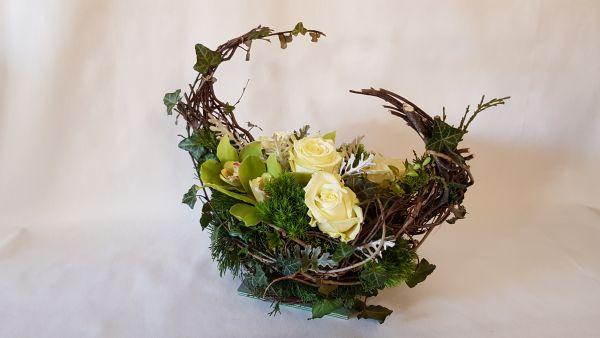 Grabgesteck mit frischen Blumen kaufen und versenden zum Wunschtermin