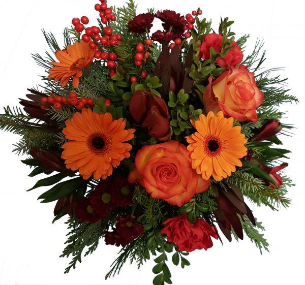 adventlicher Blumenstrauß rote Amaryllis frisches Grün Farbakzente in orange/ rot zum Advent zu Weihnachten