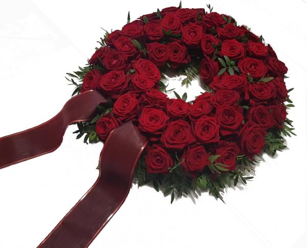 Kranz aus roten Rosen